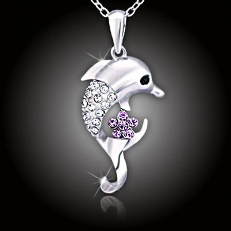 Veselý delfín s krystaly